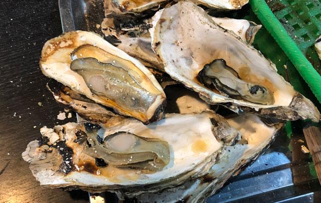 「東北復興支援 牡蠣奉行2018 富山」の焼いて殻つきの牡蠣