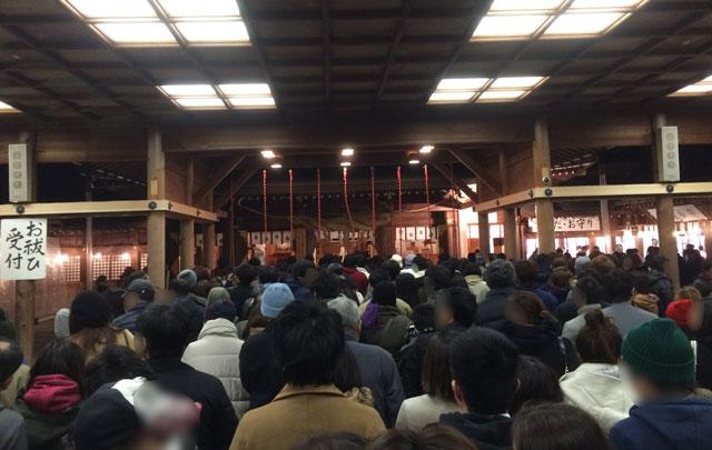 富山縣護國神社に初詣に来た参拝者