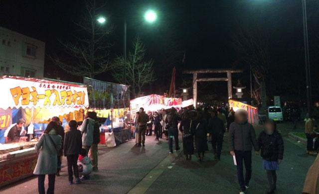 初詣の富山縣護國神社の前の屋台