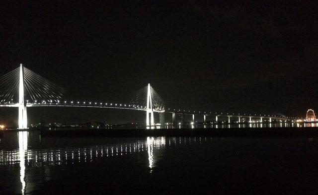 新湊大橋のライトアップ