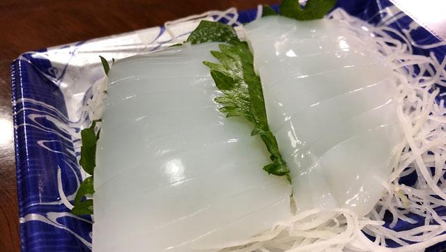新鮮に輝くスーパー「アルビス(Albis)」のアオリイカの刺身