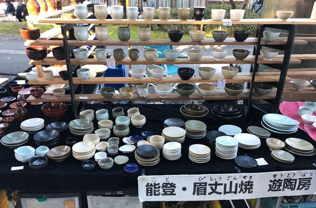 富山縣護國神社の蚤の市の骨董品店