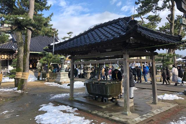 放生津八幡宮(ほうじょうずはちまんぐう)の手水舎