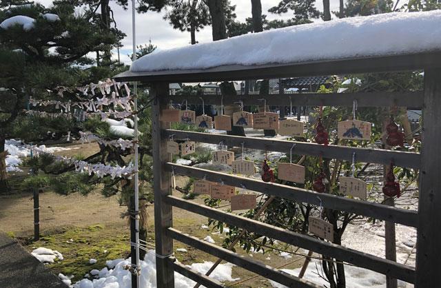 放生津八幡宮(ほうじょうずはちまんぐう)のおみくじや絵馬の結びどころ