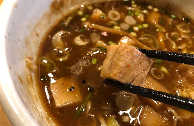 山室のラーメン屋「景勝軒 富山店」のつけ麺「上州もりそば」のチャーシュー