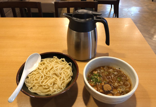 山室のラーメン屋「景勝軒 富山店」のつけ麺「上州もりそば」と割スープ
