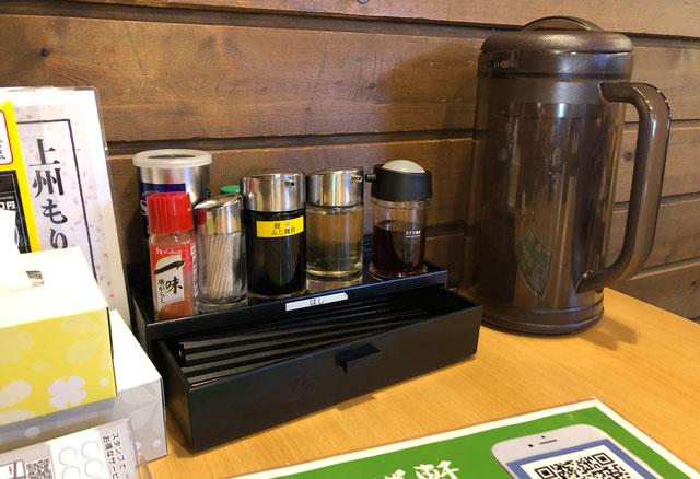 山室の元祖上州もりそばの「景勝軒 富山店」の薬味と箸