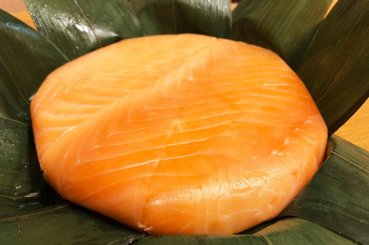 【鱒寿司 大辻 食べてみた】極厚サーモンが裏まで!?高いけど美味いますのすし