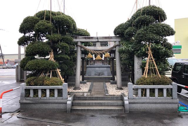 富山交通(富タク)の敷地内にある神社