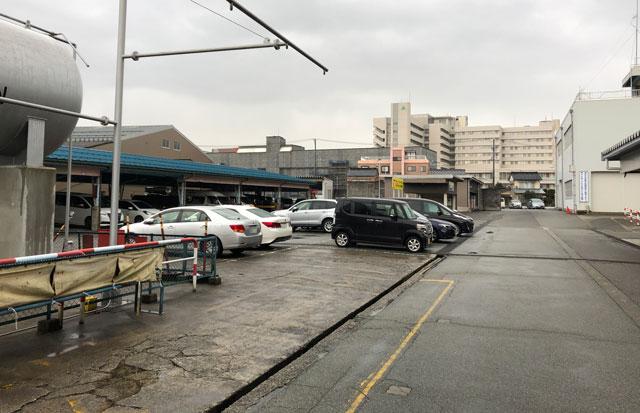 富山交通(富タク)の食堂の駐車場