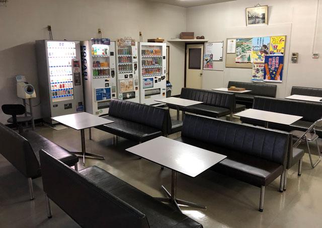 富山交通(富タク)の食堂隣の休憩室