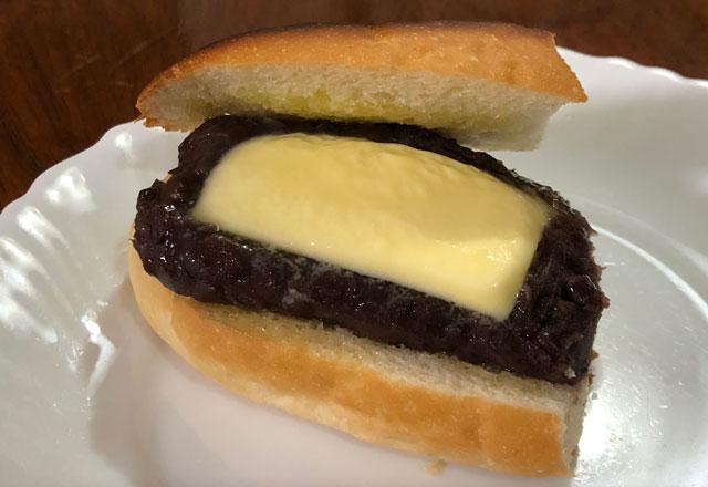 富山大学五福キャンパス目の前のパン屋さん「とやぱん」のトーストしたプレミアムあんバター2