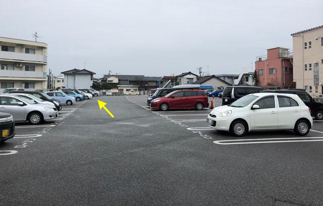 富山大学五福キャンパス目の前のパン屋さん「とやぱん」の駐車場は奥の方