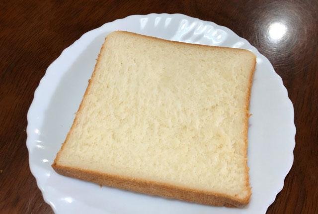 富山大学五福キャンパス目の前のパン屋さん「とやぱん」のプレミアム食パンのカット