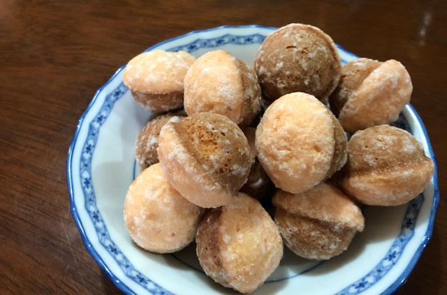 ブイドラッグで売られている苺味の季節限定お菓子、鈴カステラ苺ミルク風味の内容量