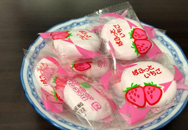 ブイドラッグで売られている苺味の季節限定お菓子、いちごマシュマロの内容量