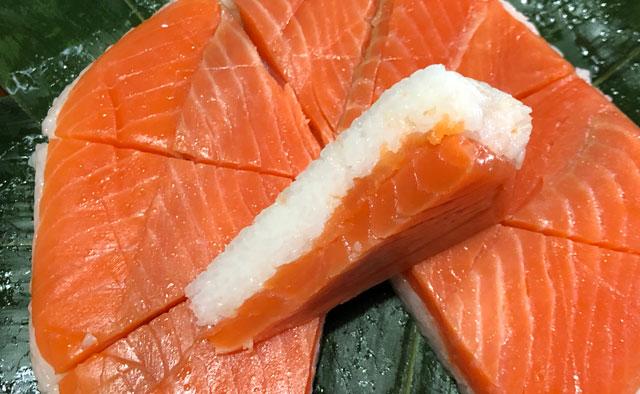 扇一(おぎいち)ます寿し本舗の鱒寿司の鱒の分厚さ