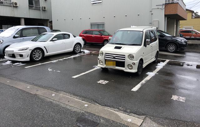 富山大学五福キャンパス周辺の飲食店「炙りチャーシュー専門店 黄金の豚」の駐車場