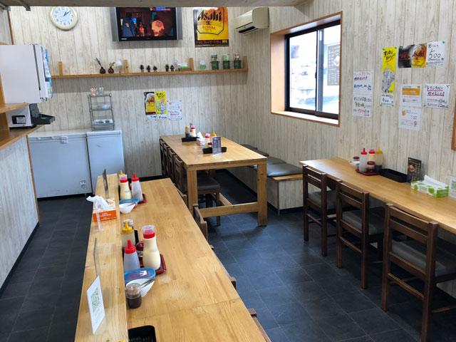富山大学五福キャンパス周辺の飲食店「炙りチャーシュー専門店 黄金の豚」の店内の様子