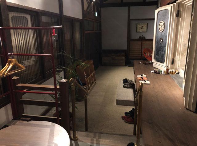 おわら風の盆で有名な越中八尾の宿泊施設「越中八尾ベースOYATSU」の玄関&入口