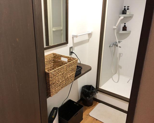おわら風の盆で有名な越中八尾の宿泊施設「越中八尾ベースOYATSU」のシャワールーム