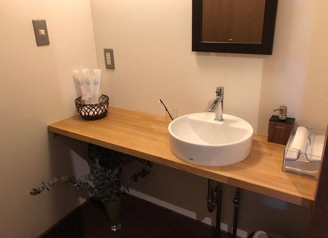 おわら風の盆で有名な越中八尾の宿泊施設「越中八尾ベースOYATSU」の洗面所