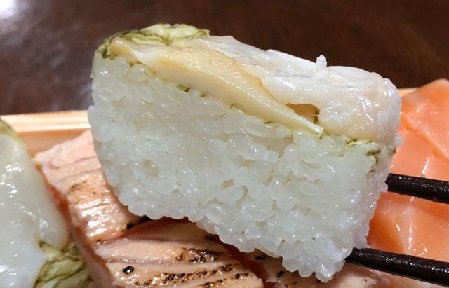 「おわら風の盆」の越中八尾町にあるます寿司店「寿司一(すしいち)」のおぼろ昆布&バイ貝のますのすしアップ