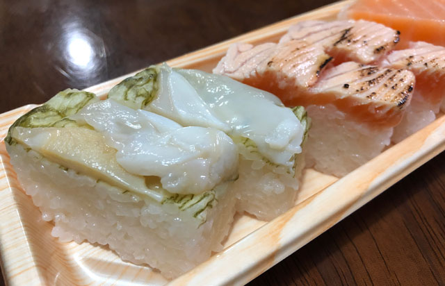「おわら風の盆」の越中八尾町にあるます寿司店「寿司一(すしいち)」の昆布&バイ貝のますのすし
