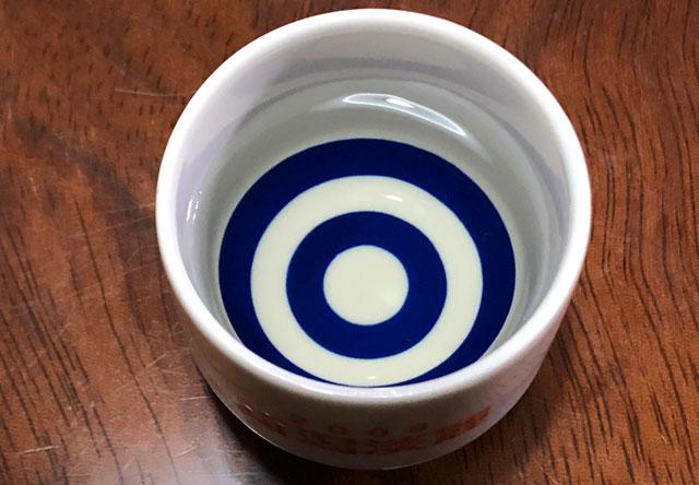 越中八尾の酒蔵「玉旭酒造」の珍しい酒母搾りの日本酒「ECHOES(エコーズ)」の色と透明度