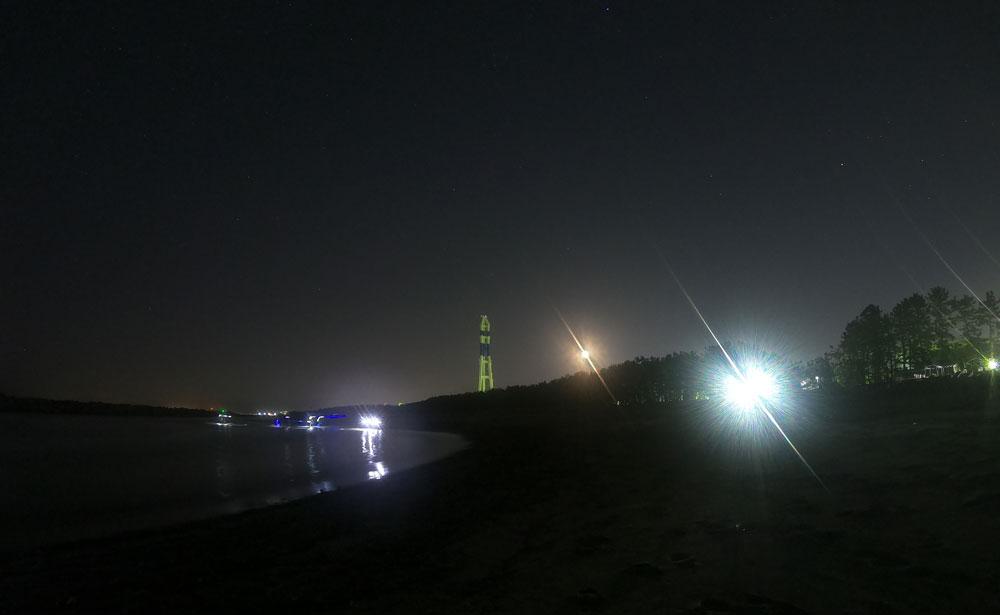 富山市四方八重津浜海水浴場でホタルイカを捕りながら見られる夜景