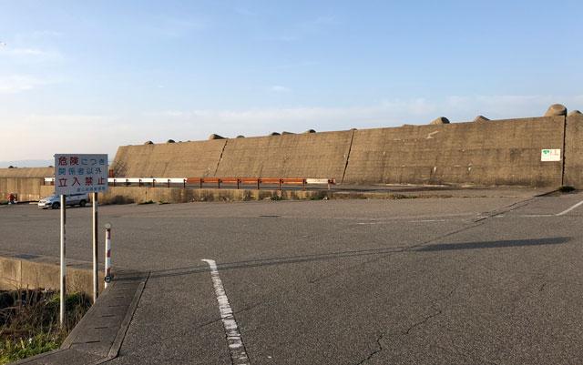 完全立ち入り禁止になった富山新港の東堤防の駐車場