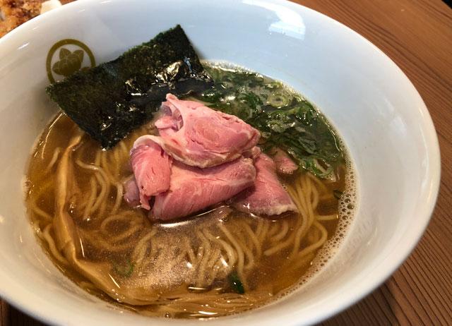 富山市丸の内のラーメン店「中華そば つぼみ」の煮干し中華そば