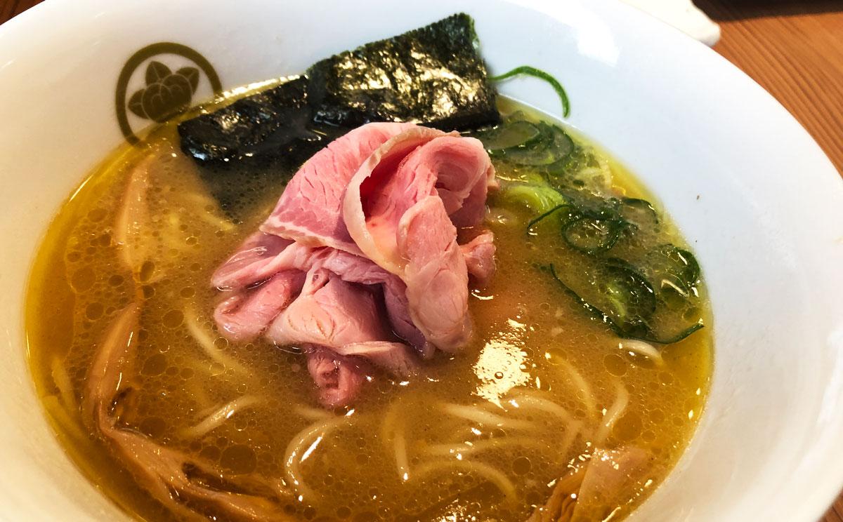 富山市丸の内のラーメン店「中華そば つぼみ」の鶏白湯中華そば