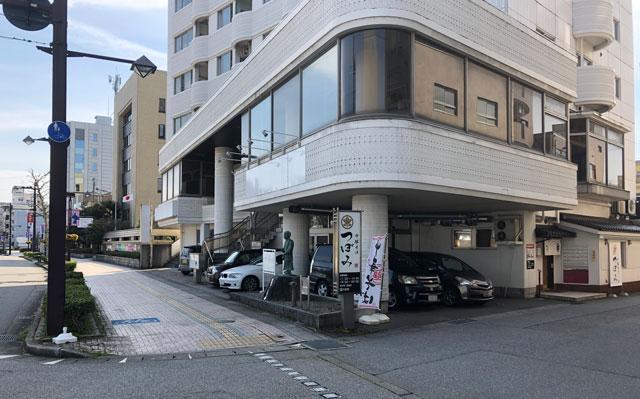 富山市丸の内のラーメン店「中華そば つぼみ」の店舗外観