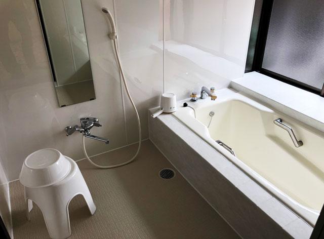 新湊内川エリアの民泊ゲストハウス「内川の家 奈呉」の1階のお風呂