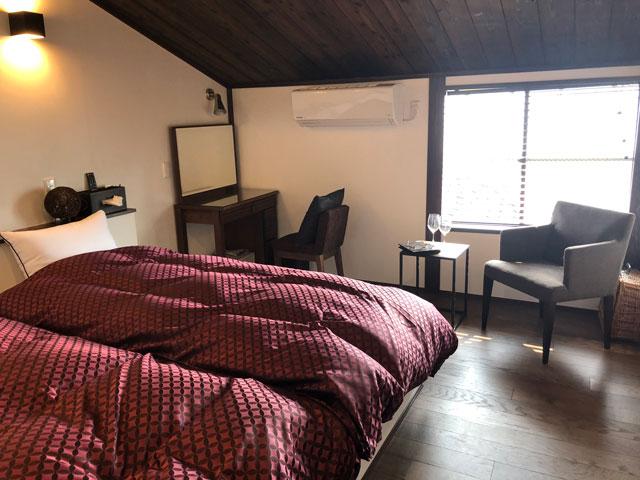 新湊内川エリアの民泊ゲストハウス「内川の家 奈呉」の2階の客室「梅の間」