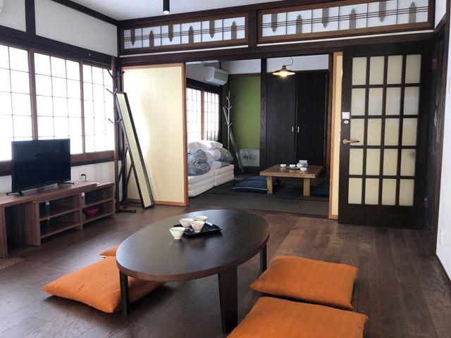 新湊内川エリアの民泊ゲストハウス「内川の家 奈呉」の2階の客室「雪の間」2
