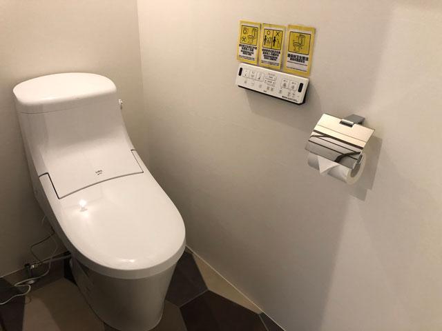 新湊内川エリアの民泊ゲストハウス「内川の家 奈呉」の2階のトイレ