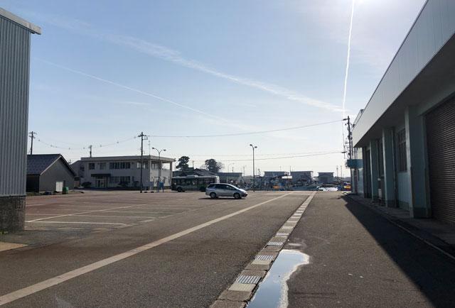 四方漁港の車を停められるところ