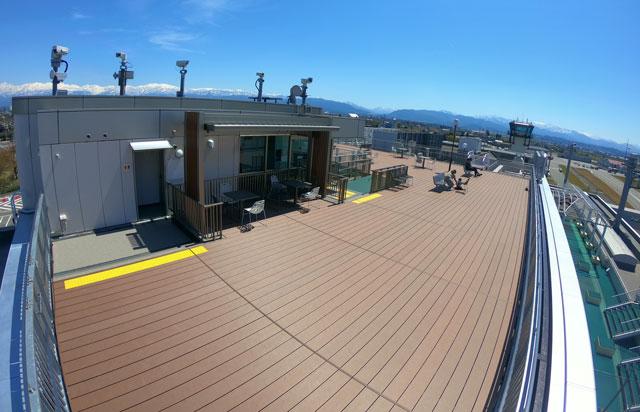 富山きときと空港の新しくなった展望デッキ