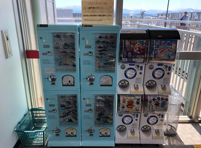 富山きときと空港の新しくなった展望デッキのガチャガチャ