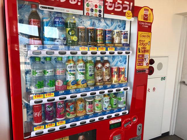 富山きときと空港の新しくなった展望デッキの自動販売機