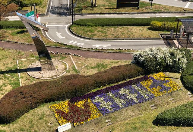 富山きときと空港の新しくなった展望デッキから見える「キトキト」の花文字