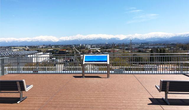 富山きときと空港の新しくなった展望デッキから見る立山連峰