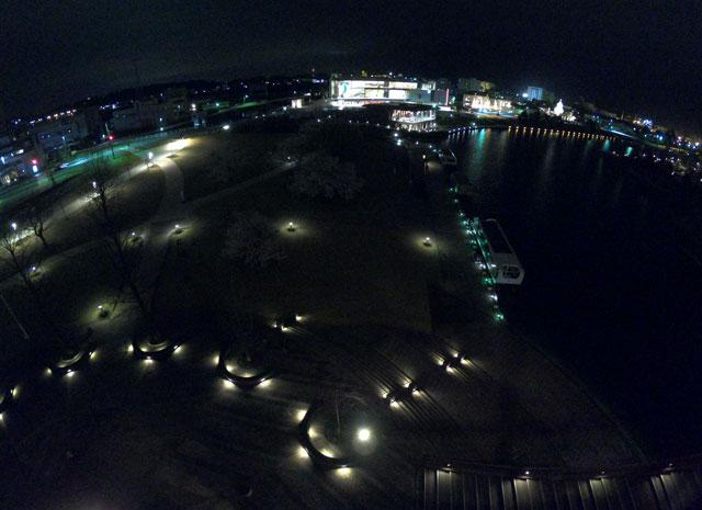 富岩運河環水公園の天門橋から見下ろすイルミネーション