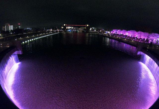 富岩運河環水公園の滝の広場と天門橋