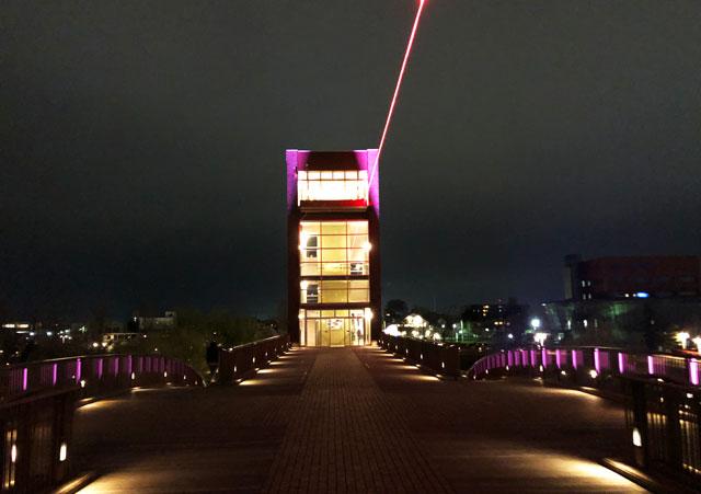 富岩運河環水公園の天門橋のライトアップイルミネーション(見上げ)