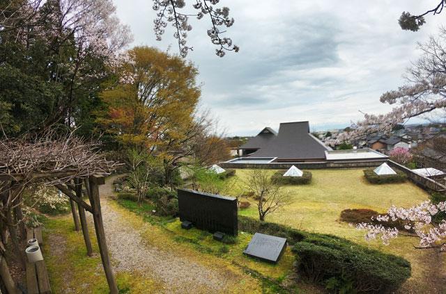 伏木にある高岡市万葉歴史館の屋上自然庭園2