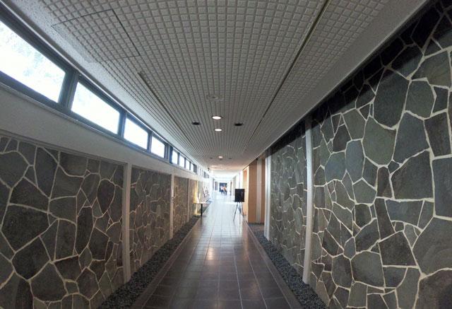 伏木にある高岡市万葉歴史館の廊下