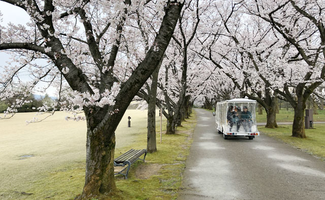 富山県中央植物園の有料園内バス